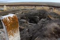 SANAT TARIHI - Dünya Korona Virüsü Konuşurken, Define Avcıları Türk-İslam Mezarlığını Tahrip Etti