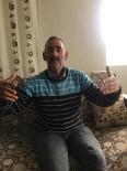 Evde Kendini Karantinaya Aldı, Birde Korona Türküsü Yaptı