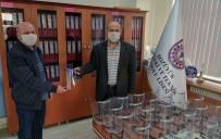 OKUL MÜDÜRÜ - Yüz Koruyucu Siperlik Maske Üreterek Hastane Yönetimine Teslim Ettiler