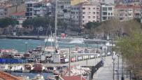 ŞİDDETLİ FIRTINA - Çanakkale'de Feribot Seferlerine Fırtına Engeli