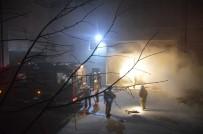 GÜVENLİK GÖREVLİSİ - Esenyurt'ta Mobilya Fabrikasında Çıkan Yangın Korkuttu