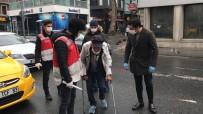 YAŞLI ADAM - İstanbul'da Koltuk Değnekleriyle Dışarıya Çıkan Yaşlı Adam 'Pes' Dedirtti