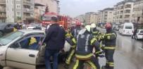 PAMUKKALE ÜNIVERSITESI - Kaza Yapan Otomobilde Sıkışan Sürücüyü İtfaiye Kurtardı