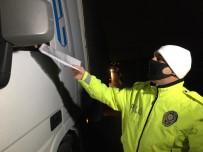 YOLCU TAŞIMACILIĞI - Korona Virüsüne Karşı İstanbul'un Giriş - Çıkışında Gece Boyu Denetimler Devam Ediyor