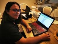 SOSYAL SORUMLULUK - Lise Öğrencileri Sağlık Çalışanları İçin Yüz Siperliği Üretiyor