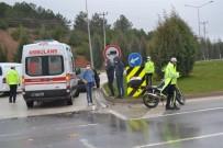 MOTOSİKLET SÜRÜCÜSÜ - Otomobil İle Motosikletin Çarpıştı, 1 Kişi Yaralandı