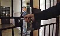 DENETİMLİ SERBESTLİK - Tahliyelere korona önlemi: Hapisten eve özel otobüs!