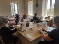 Gönüllü Kadınların Ürettiği Maskeler Bedava Dağıtılıyor