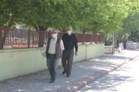 Manyas'ta Yaşlılar Sokağın Tadını Çıkardılar