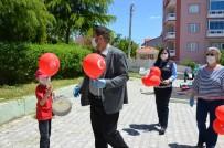 Demirci'de Çocuklara Ay Yıldızlı Balon Ve Maske