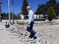 Devrekani'de Zarar Gören Kilit Parkeler Onarılıyor
