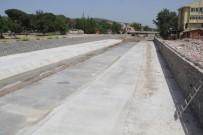 Ezine'de Akın Çayı Islah Çalışmaları Sürüyor