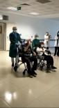 Korona Virüs Tedavisi Gören 82 Yaşındaki Çift El Ele Taburcu Oldu