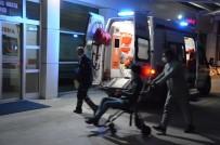 Kontrolden Çıkan Motosiklet Yolda Yürüyen Yayaya Çarptı Açıklaması 3 Yaralı