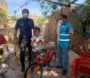 9 Yaşındaki Çocuk İstedi, Polis Kapısına Götürdü