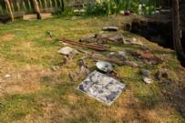 FORD - Sıkıntıdan bahçesini düzenleyen adam öyle bir şey buldu ki...