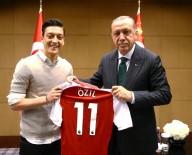 İNGİLTERE PREMİER LİG - Mesut Özil'den Kızılay'a dev bağış!