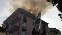Demirci'de Bir Apartmanın Çatı Katında Çıkan Yangın Hasara Yol Açtı
