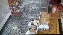'Cips Hırsızı Kargalar' Kameraya Yakalandı