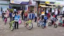 Artvin Hopaspor Kulübü, Çocuklara Bayram Hediyesi Bisiklet Dağıttı