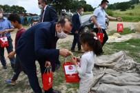 İzmir Balıkesirliler Derneğinden 400 Çocuğa Bayram Hediyesi
