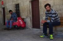 YAĞMURLU - Kısıtlamada Camiye Sığındılar