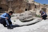 Kapadokya'da 2 Bin Yıllık Mezar Büyük İlgi Çekiyor