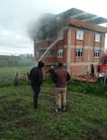 Devrekani'de 3 Katlı Evin Çatısında Yangın Çıktı