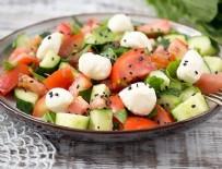 İNGILIZLER - Uzmanlar uyarıyor! Domates ile salatalığı birlikte yerseniz...