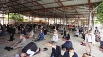 Sarıgöl'de Cuma Namazı Kapalı Pazar Yerinde Kılındı