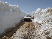 Antalya'da Kar Kalınlığı 4,5 Metreli Bulan Yolların Açılması Çalışmaları