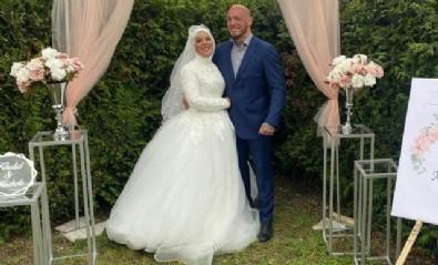 Dünyaca ünlü dövüşçünün  nişanlısı da Müslüman oldu