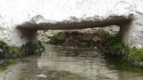 Bu Köydeki Evlerin Altından Su Akıyor