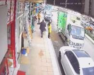 Kaldırımda Duran Hamile Köpeğe Tekme Attı