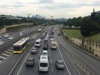 TRAFİK YOĞUNLUĞU - İstanbul'da kısıtlamasının kalkmasıyla trafik yoğunluğu yaşandı