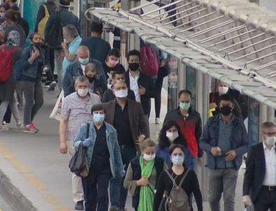 Normalleşmenin ilk gününde metrobüslerdeki yoğunluk vatandaşı isyan ettirdi
