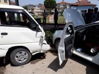 Kamyonetle Otomobil Çarpıştı Açıklaması 7 Yaralı