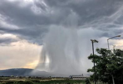 Bursa'da yağmur bulutu şaşkınlığı! Gören telefonuna sarıldı