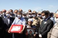 (Düzeltme) Şehit Cenazesi Tekbir Ve Sloganlarla Uğurlandı