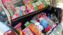Üniversiteli Genç, Oyuncak Ve Kitaplarla Köydeki Çocukların Yüzünü Güldürdü