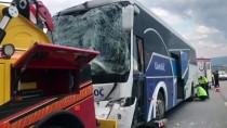 Eskişehir'de Yolcu Otobüsü İle Çekici Çarpıştı Açıklaması 17 Yaralı