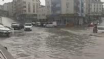 SAĞANAK YAĞIŞ - İstanbul'u sel vurdu! Dakikalar içinde göle döndü...