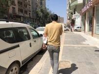 Mardin'de Korona Virüs Nasıl Yayılırın Resmi, Maskeyi Yüze Değil Kola Takıyorlar