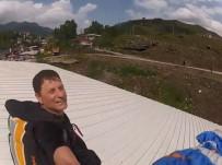 Artvin'de Bir Paraşütçü İrtifa Kaybedince Bir Fabrikanın Çatısına İndi