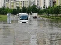 Göle Dönen Yolda Mahsur Kalan Sürücüyü İtfaiye Kurtardı