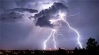 SAĞLIK EKİBİ - Meteoroloji binasına yıldırım düştü!