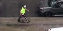 SAĞANAK YAĞIŞ - Polis memuru tıkalı mazgal için seferber oldu
