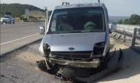 Ezine'de Trafik Kazası Açıklaması 2 Yaralı