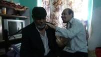 Vefakar Baba, 36 Yıldır Tek Başına Engelli Oğluna Bakıyor