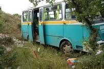İşçi Minibüsü Yoldan Çıktı Açıklaması 13 Yaralı